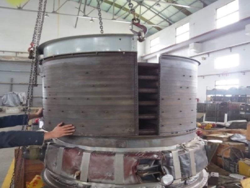 廠內技術人員執行成功級艦主機修後組合